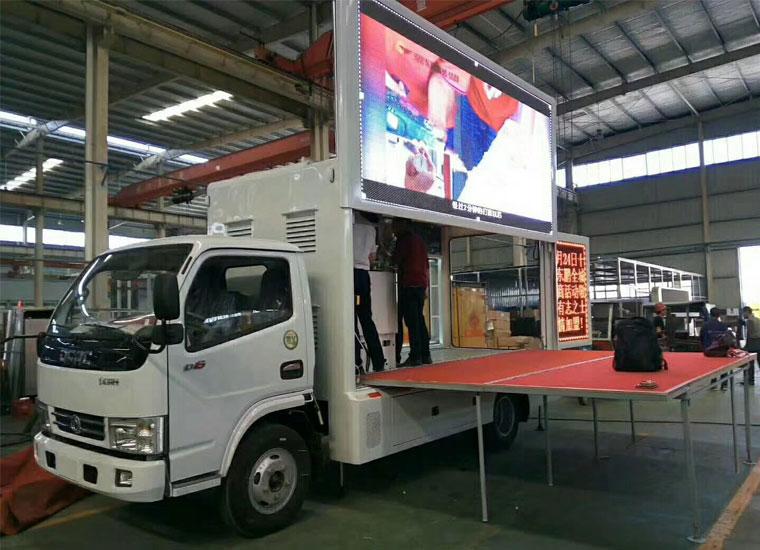 东风多利卡广告车(6.88平米)